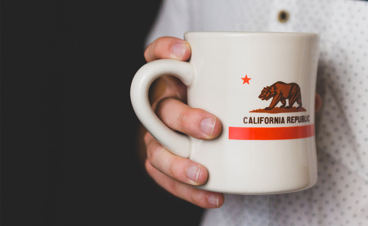 Mug with California State flag showing a bear